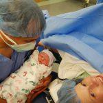 Nuevos hallazgos sobre los factores que afectan a la maduración del microbioma del bebé